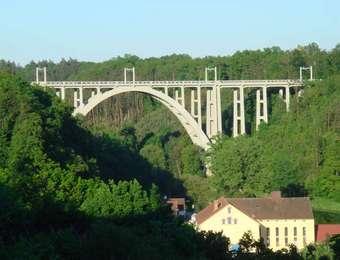 Známý most Bechyňská Duha